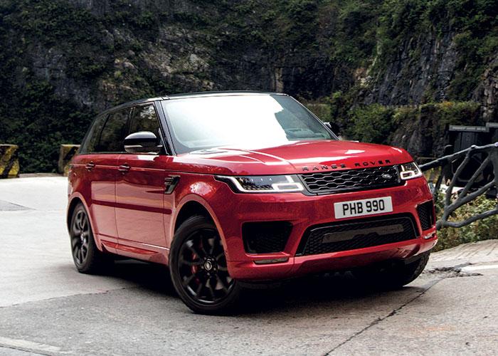 Le Range Rover Sport P400e délivre 404 ch à partir du 2.0 l essence de 300 ch et d'un moteur électrique de 114 ch, pour des émissions à 73 g de CO2. Pour son prix, comptez à partir de 89 400 euros.