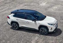 Hybrides - En WLTP corrélé, le RAV4 de Toyota affiche des émissions de CO2 de 122 g en 4x2 (115 g auparavant, 36 400 euros en Dynamic Edition Business) et de 127 g en 4x4 (117 g auparavant, 38 950 euros en Dynamic Edition Business).