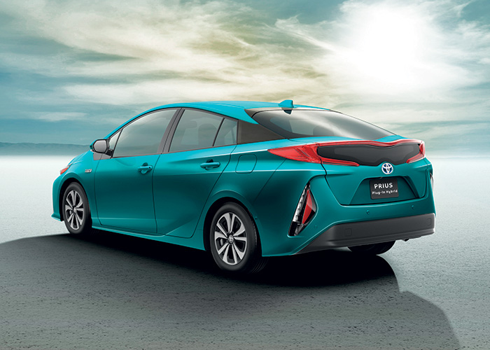 La Toyota Prius Hybride Rechargeable se limite à 28 g de CO2, de quoi décrocher l'exonération à vie de la TVS. Son handicap : un prix très élevé de 39 500 euros en Business, soit 8 200 euros de plus par rapport à la Prius non rechargeable.