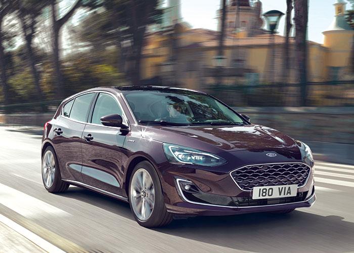 La Ford Focus est très efficiente avec son 3-cylindres 1.0 l Ecoboost à 110 g en 85 ch (19 550 euros en Trend) et 107 g en 100 ch (22 350 euros en Trend Business). La version 125 ch passe à 108 g, (25 050 euros en Trend Business).