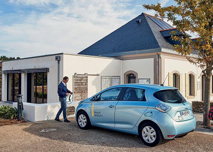 Dans le cadre de l'offre FlexMob'Île, des Zoé et Kangoo Z.E. en autopartage seront disponibles en 2019 à Belle-Île-en-Mer. Ces véhicules seront rechargés grâce au surplus d'électricité renouvelable produit par des bâtiments publics.