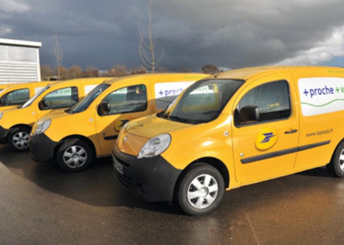 Forte de près de 60 000 véhicules, la flotte de La Poste, louée par le biais de Véhiposte, comprend environ 14 500 véhicules électriques, une motorisation qui correspond bien à l'activité de distribution postale.
