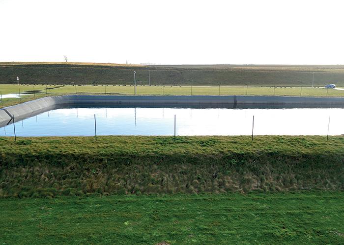 Le site Toyota de Valenciennes a réussi à être autonome en eau jusqu'à 333 jours d'affilée. En effet, la consommation d'eau a reculé de 80 % grâce à la création de deux grands bassins d'orage pour récupérer les eaux de pluie.