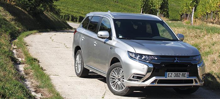 Chez Mitsubishi, l'Outlander PHEV a été revu l'an passé avec des puissances plus importantes comme 95 ch en hybride tout électrique avec une autonomie à 45 km. Les 36 990 euros en Business se montrent tout à fait compétitifs.
