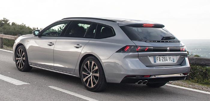 La Peugeot 508 débute avec le 1.5 BlueHDi de 130 ch, à partir de 98 g et 34 000 euros en Active Business. En 2.0 BlueHDi, elle se dote de 160 ch (118 g, à partir de 37 500 euros) et de 180 ch (124 g, 42 750 euros en Allure Business).
