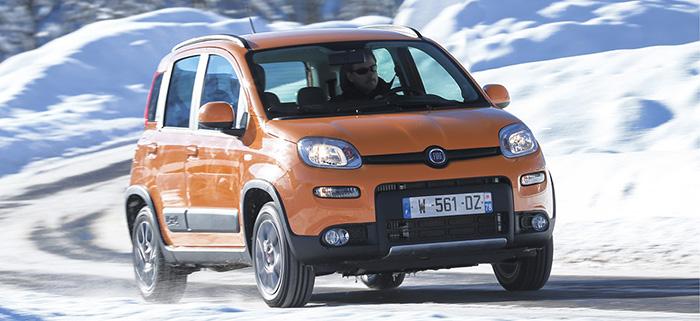Fort utile dans les zones montagneuses pour les professionnels, la version 4x4 de la Fiat Panda se décline en VU avec le 0.9 de 85 ch et 5 CV à partir de 15 990 euros. La longueur totale passe à 3,71 m mais la capacité du coffre reste identique à 870 l.