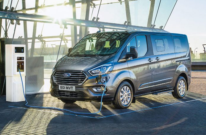 Nouveau Ford Tourneo Custom hybride rechargeable