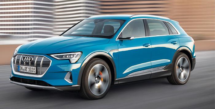 Chez Audi, l'e-tron permet de proposer un grand SUV électrique. Celui-ci est alimenté par une batterie de 95 kWh (400 km d'autonomie en WLTP) qui entraîne deux moteurs électriques avec au cumul 360 ch, pour 82 600 euros.