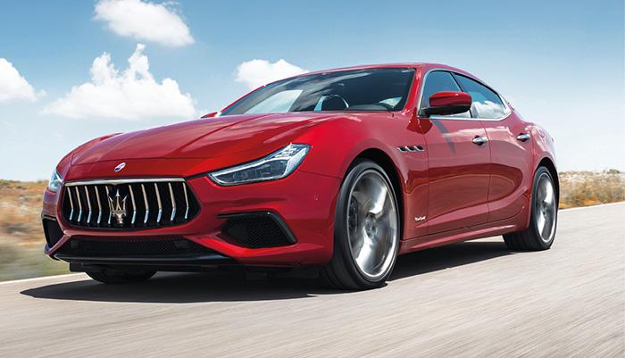 La Maserati Ghibli est emmenée par l'unique et voluptueux 3.0 l V6 turbo essence venu de Ferrari. Un moteur proposé notamment en 350 ch en propulsion à 72 200 euros (255 g) et en 430 ch en transmission intégrale Q4 à 91 500 euros (275 g).