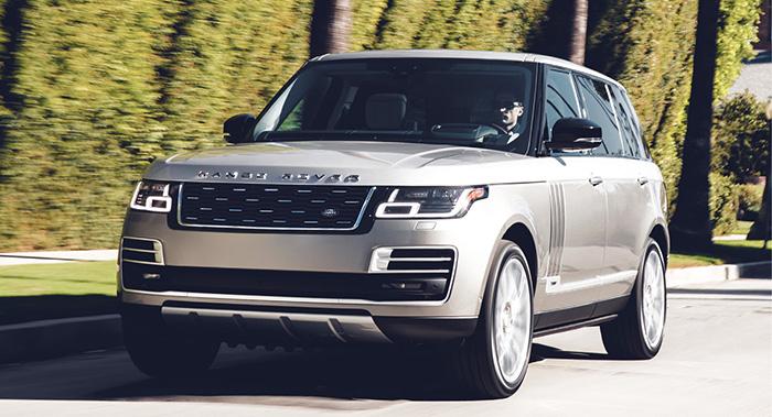 La version hybride rechargeable P400e du Range Rover allie un 2.0 l essence et un moteur électrique qui fournissent au total 404 ch pour seulement 72 g. Une version idéale mais qui débute à 121 700 euros. Excusez du peu.