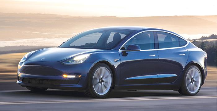 Pour la Model 3 de Tesla, l'autonomie atteint en WLTP 544 km en Grande Autonomie (53 500 euros) et 530 km en Performance (64 300 euros). Des versions complétées d'ici fin 2019 par des déclinaisons avec un seul moteur électrique moins puissant.