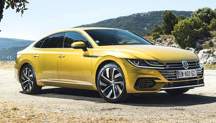Pour l'Arteon de Volkswagen, le 2.0 l TDI officie en 150 ch et boîte manuelle à 108 g (42 120 euros) ou boîte auto DSG7 à 109 g (44 170 euros). Ce 2.0 l TDI se décline en 190 ch traction et DSG7 à 114 g (50 880 euros) et en 4Motion à 127 g (53 600 euros).