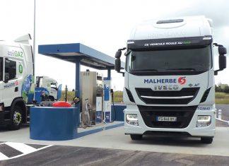 Transport de fret - En juin 2019, le groupe Malherbe a inauguré une station GNL/C publique sur son site de Carpiquet. Proche du périphérique de Caen et d'un carrefour d'autoroutes, celle-ci reste propriété du fournisseur de gaz Naturgy.