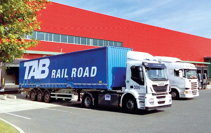 Camion GNL et caisse mobile