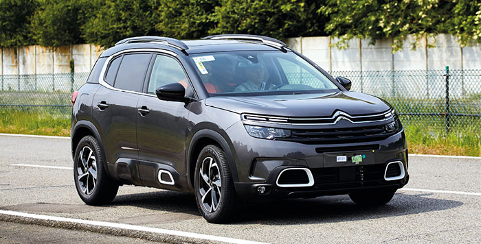 Le C5 Aircross Hybrid rechargeable de Citroën se décline en traction simple de 225 ch, avec une batterie de 13,2 kWh pour 49 g. Les prix ne sont pas encore disponibles pour une commercialisation prévue en fin d'année.