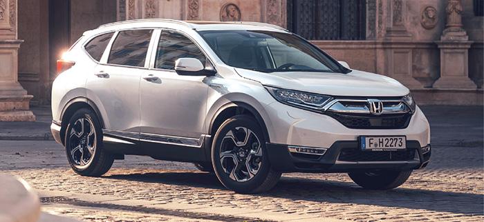 Pour son CR-V revu l'hiver dernier, Honda mise sur le « full hybrid » avec un ensemble moteur essence 2.0 de 145 ch et deux moteurs électriques, soit 120 g en 4x2 et 126 g en 4x4 (+ 2 000 euros). Comptez 34 600 euros en Comfort 2WD.