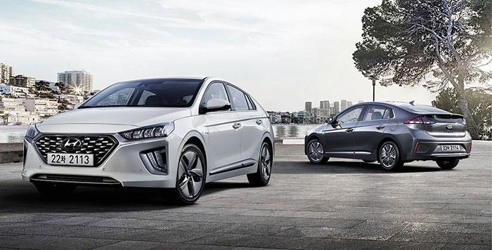 La Ioniq de Hyundai existe en hybride de 141 ch et hybride rechargeable avec une puissance identique. Dans le premier cas, le CO2 atteint 97 g pour 27 750 euros ou 28 250 euros en Business ; dans le second, le CO2 retombe à 26 g pour 36 800 euros.