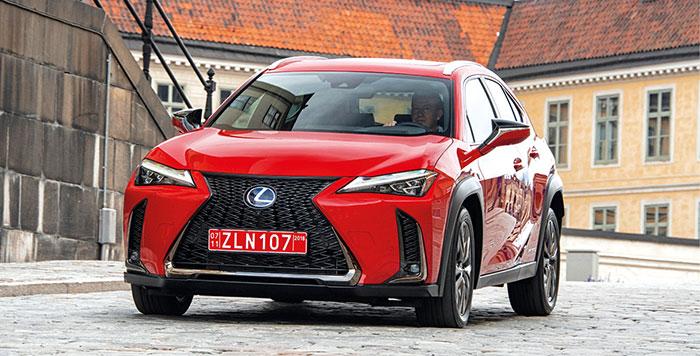 Le Lexus UX 250h s'équipe du 2.0 essence de 152 ch, accouplé à un moteur électrique de 109 ch : en WLTP, les deux fournissent au maximum 184 ch et 121 g (94 g en NEDC corrélé) ou 131 g en transmission intégrale (101 g en NEDC corrélé).