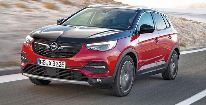Dernier arrivé dans le Groupe PSA, l'Opel Grandland X Hybrid 4 hybride rechargeable s'offre deux puissances. La version de 300 ch pour 37 g débute à 47 750 euros, et la version de 225 ch n'est pas encore au catalogue.