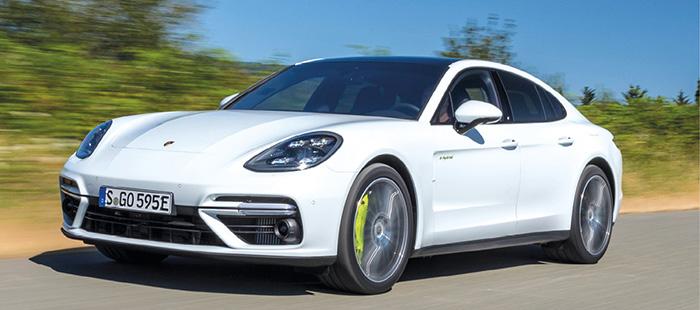 La Porsche Panamera hybride rechargeable se décline en berline 5 portes et Sport Turismo « coupé » 5 portes, et en 462 ch pour 60 à 66 g, et 680 ch pour 74 à 76 g. Avec sous le capot le 2.9 V6 essence de 330 ch et un moteur électrique de 136 ch.