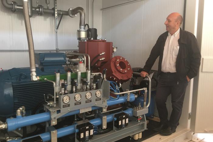 Philippe Couland, chef de projet en phase réalisation chez la société Mesure Process, explique le fonctionnement du compresseur