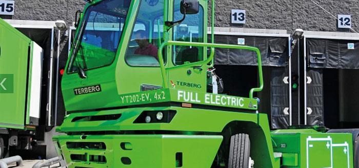 Tracteur électrique Terberg utilisé chez Jacky Perrenot pour tracter les remorques