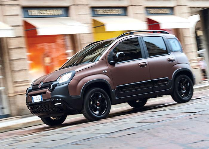 Pour la Fiat Panda, l'accès à la gamme se fait très compétitif avec le 1.2 de 69 ch à 116 g pour 10 490 euros. Sa version GPL à 121 g débute à 12 990 euros. Le 0.9 TwinAir n'est proposé qu'en GNV à 97 g seulement pour 14 990 euros.