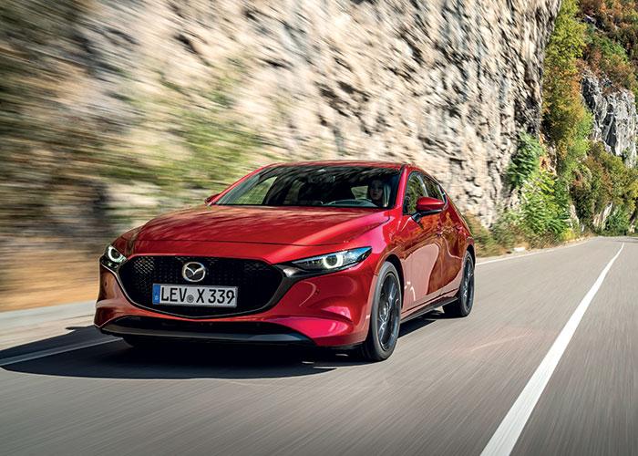 Sur la récente Mazda3, le 2.0 essence à hybridation légère Skyactiv-X de 180 ch pas moins ne pointe qu'à 100 g avec sa boîte manuelle en Business Executive (28 500 euros). Pour comparaison, le 1.8 turbodiesel de 116 ch émet 107 g.