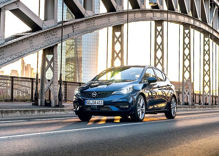 L'Opel Astra se dote du 1.2 turbo essence de 110 ou 130 ch à 99 g (roues de 16''), pour 23 550 et 24 450 euros en Edition Business. En diesel, le 1.5 turbo de 105 ch émet 90 g, pour 26 150 euros en Edition Business.