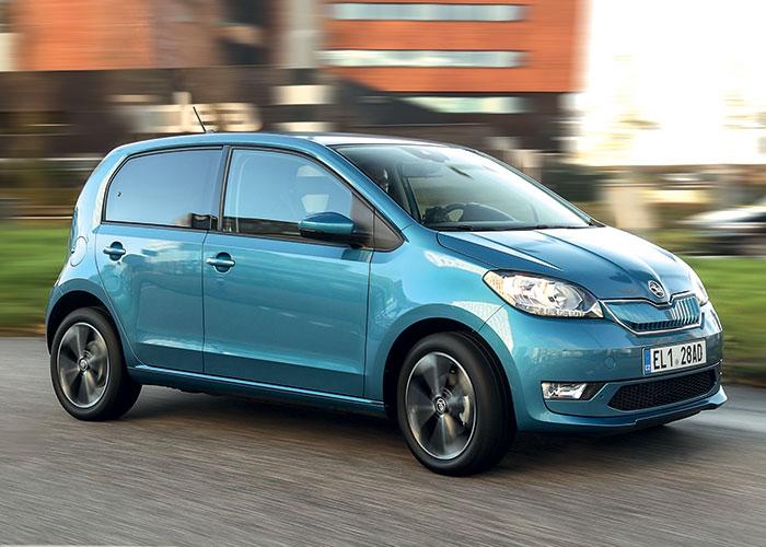 Dans la triplette VW e-up!, Seat Mii electric et Skoda Citigoe iV, Skoda aligne les finitions les moins chères avec un accès à la gamme à 21 600 euros en Ambition et une finition Style à 22 870 euros (chargeur CCS Combo 40 kWh inclus).