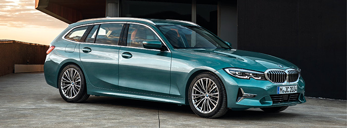 Pour la BMW Série 3, l'accès à la gamme en 316d se fait avec le 2.0 turbo-diesel de 136 ch et boîte auto à 127 g (WLTP) pour 42 900 euros en Business Design. La version 318d de 150 ch passe à 121 g en boîte manuelle (38 350 euros en Lounge).