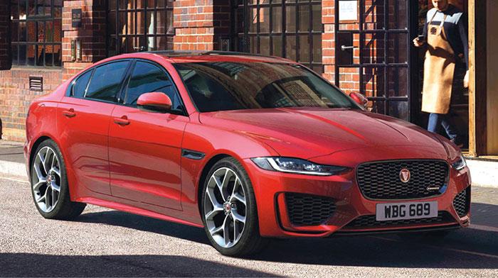 Deux motorisations pour la XE de Jaguar en WLTP et en Business : 2.0 turbo-diesel de 180 ch à 146 g pour 44 675 euros, et 2.0 turbo-essence de 250 ch à 177 g pour 47 775 euros en Business, ou de 300 ch à 190 g pour 53 565 euros (transmission intégrale).