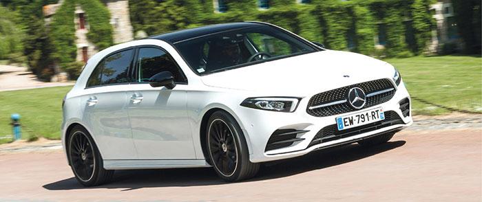La Mercedes Classe A 250e hybride rechargeable cumule 160 ch « essence » plus un moteur électrique de 75 kW/102 ch, soit un total de 218 ch, pour seulement 22 à 33 g (WLTP). Mais le prix augmente nettement à 41 150 euros en Business Line.