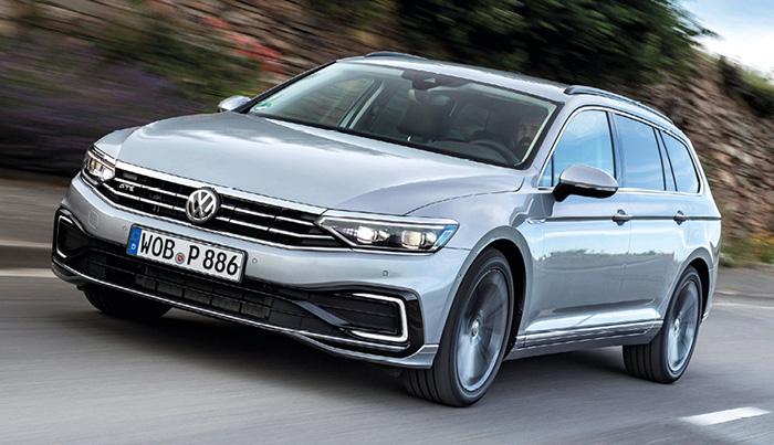 Sur la Passat de Volkswagen, le 1.5 TSI de 150 ch et boîte manuelle débute à 34 835 euros en Business à 115 g en NEDC (35 880 euros en SW). Sa version boîte double embrayage DSC7 passe à 114 g pour 36 445 euros en Business (37 490 euros en SW).
