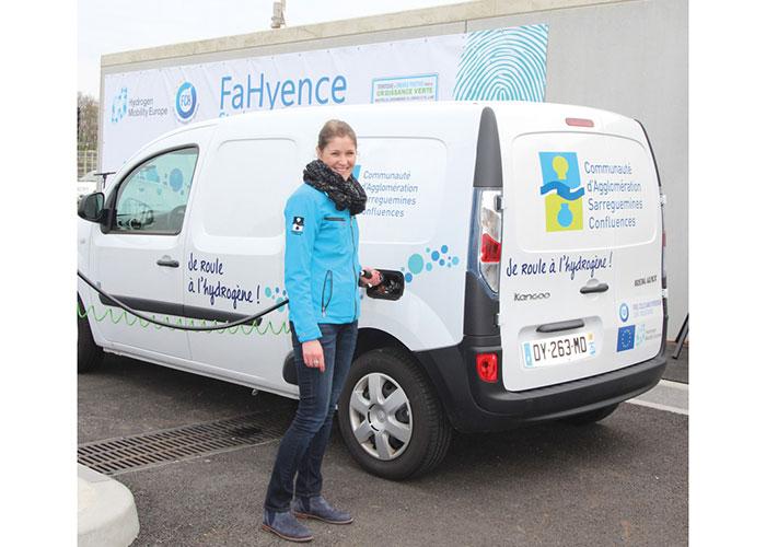 Aux côtés de véhicules électriques et de véhicules au GNC, la communauté d'agglomération Sarreguemines-Confluences a déployé dix véhicules hydrogène en 2016 pour en étudier les usages.