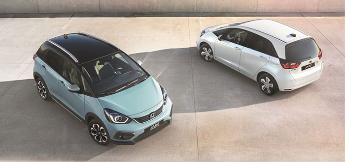 Chez Honda, une nouvelle génération de Jazz sera commercialisée à partir d'août et uniquement en hybride e:HEV, avec un CO2 à 102 g pour 21 990 euros TTC. À cela il faut donc ajouter le kit à 460 euros HT (coffre de 1,2 m3).