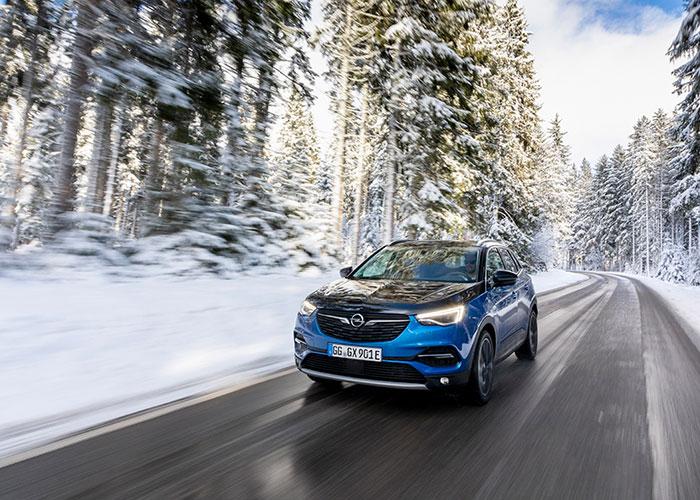 Opel-GrandlandX-PHEV-4x4-1