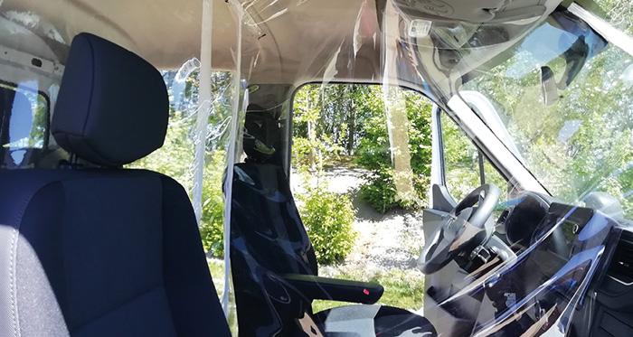 Pour protéger conducteur et passagers, les kits Protect Man by Gruau sont élaborés en matériaux souples et se fixent avec des velcros. Les prix des trois kits s'élèvent à 149, 349 et 495 euros HT, avec des frais de transport de 30 à 45 euros.