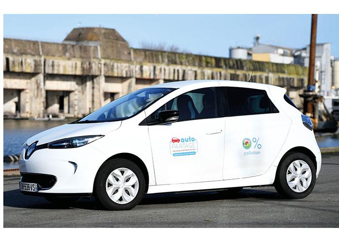 « En pratique, nous mettons des véhicules électriques (Zoé en photo) là où nous pouvons implanter des bornes, note Guillaume Bois Madec.