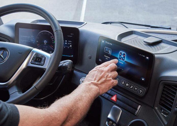 Multimedia Cockpit Mercedes-Benz Trucks