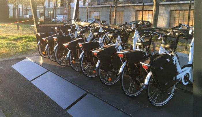 Au sein de son agence toulousaine, le spécialiste de l'ingénierie informatique Expleo a mis en place en avril 2019 un service de vélopartage à assistance électrique, complémentaire de l'autopartage
