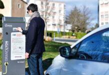 Sur la métropole de Lyon, Izivia a obtenu une autorisation d'occupation de l'espace public en partenariat avec le groupe d'investissements Demeter. Avec en ligne de mire le déploiement de 641 bornes dans 59 communes, sur une durée de quinze ans.