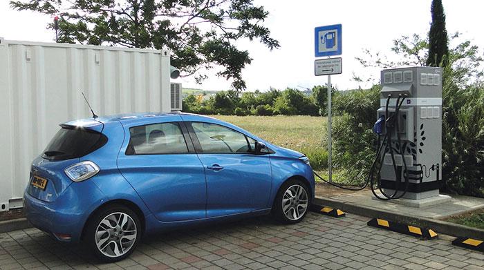 Bornes de recharge rapide Renault et Connected Energy, fonctionnant grâce au système de stockage d'énergie stationnaire E-Stor basé sur des batteries de seconde vie