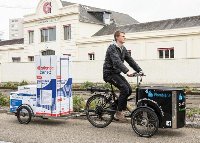 Flottes de vélos - Créée à Nantes en 2010, la société Ze Plombier s'appuie sur une flotte de sept vélos tri et bi-porteurs électriques pour intervenir sur des chantiers dans un rayon de 5 km autour du centre de Nantes.