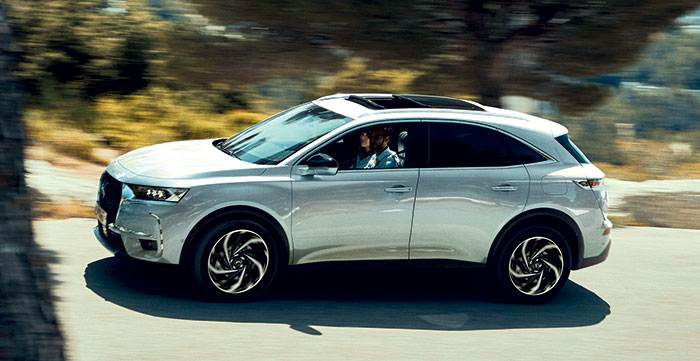 DS Automobiles décline le DS 7 Crossback E-Tense dans une nouvelle puissance hybride rechargeable, la 225e de 225 ch venue de la 508. Comptez 49 950 euros en Business, avec un CO2 entre 31 et 36 g et une autonomie en WLTP urbain de 72 km.