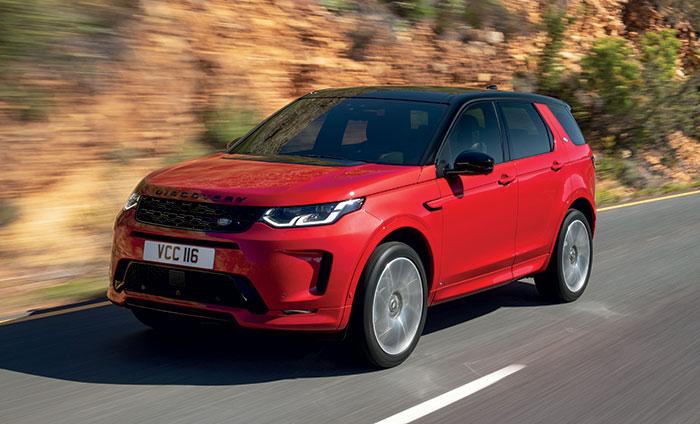 Le Land Rover Discovery Sport s'offre l'hybridation légère de 48 V en essence MHEV : P200 ch (208-224 g, 44 450 euros) et P250 ch (210-225 g, 48 650 euros). En hybride rechargeable P300e de 309 ch, le CO2 est à 62 g et le prix à 50 450 euros.