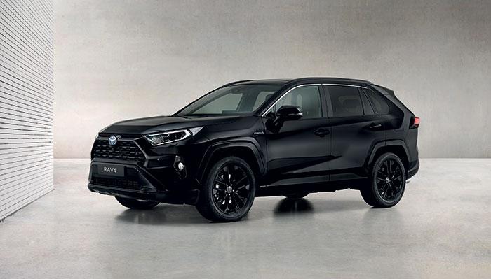 Le récent RAV4 (4,60 m de long) de Toyota passe au PHEV cet automne. Sa gamme s'enrichit donc d'une version hybride rechargeable dont la puissance atteint 306 ch pour un CO2 qui pointe à 29 g, à 52 650 euros (55 500 euros en Business).
