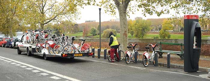 Pour l'entretien et la maintenance du système de vélos en libre-service CycloCity, implanté par JCDecaux dans plusieurs villes telles que Toulouse, Lyon et Marseille, la flotte comprend notamment des VUL Goupil.
