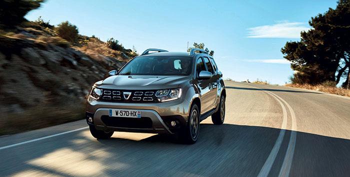Le Dacia Duster s'équipe du 3-cyl. 1.2 turbo-essence TCe de 90 ch/138 g à 12 490 euros en Access. Sa déclinaison en 100 ch GPL émet 129 g pour un prix identique. Enfin, la version en 150 ch/141 g et traction avant pointe à 18 500 euros en Confort.