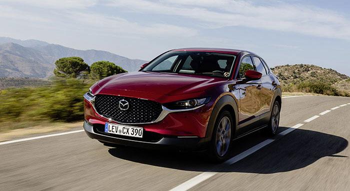 Le récent SUV compact Mazda CX-30 se dote du 2.0 Skyactiv essence à hybridation légère. Cette motorisation aligne, en Business Executive, 122 ch/141 g à 29 300 euros ; sa déclinaison plus musclée de 180 ch n'est qu'à 133 g et 31 600 euros.